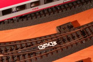 Puko Isolator für schlanke C-Gleis Bogenweiche von Märklin (24771 und 24772)